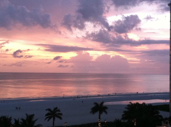 Marco Island Marriott Beach Resort, Golf Club & Spa: Just one of the beautiful sunsets we saw on Marco Island