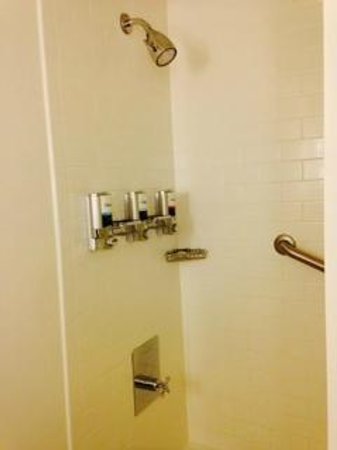 Four Points by Sheraton Bangor Airport: Shower