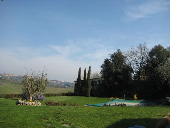 Aia Mattonata Relais: View from Siena