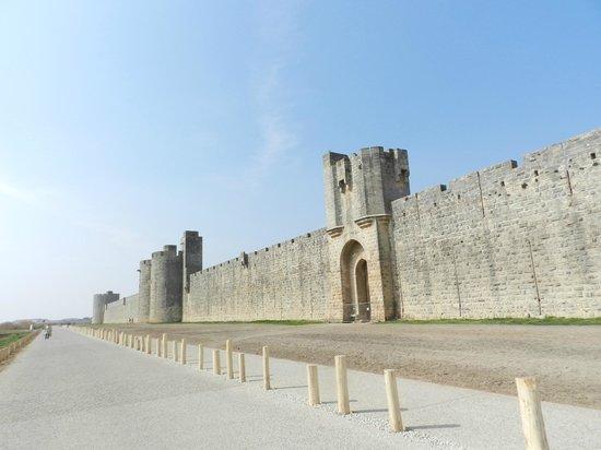 Tours et Remparts d'Aigues-Mortes : veduta esterno delle mura