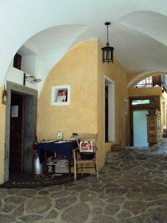il portico d'ingresso alla Corte dei Toldi