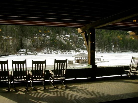 Mohonk Mountain House : Wide porches