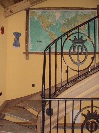 Corte dei Toldi: scale interne alla Residenza per raggiungere le suite