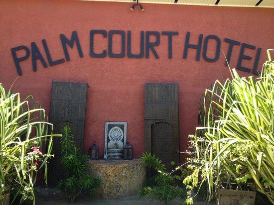 Palm Court Hotel: Hotel gardens