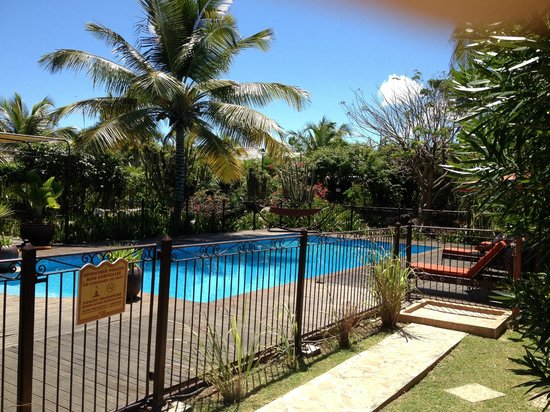Palm Court Hotel: Pool Area, never crowded