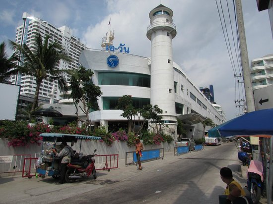 A-One The Royal Cruise Hotel: Outside view