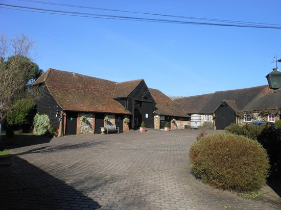 Chiltern Valley Bed & Breakfast: Courtyard