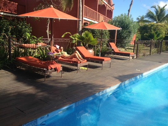 Palm Court Hotel : Pool Area, never crowded