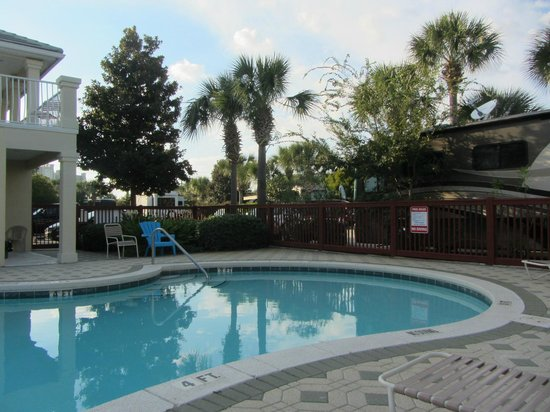 Destin RV Resort: Nice clean pool area