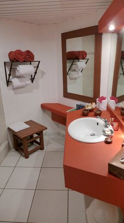 Palm Court Hotel: Bathroom