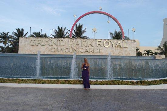Grand Park Royal Cancun Caribe: Front Entrance!
