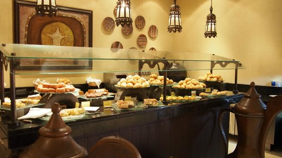 Qasr Al Sarab Desert Resort by Anantara : Breakfast
