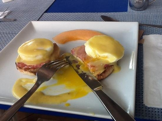Mary's Boon Beach Resort and Spa: Eggs benedict breakfast