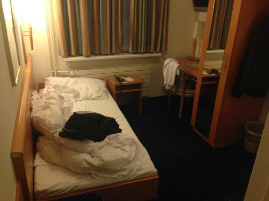 Olympia Hotel: Single bedroom