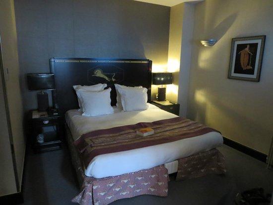 Hotel Les Jardins du Marais: first bedroom of family suite