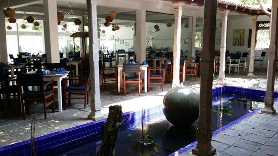 Pigeon Island Beach Resort: Lovely lobby