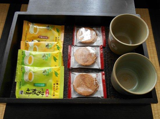 Sweetme Hotspring Resort: お茶菓子セット