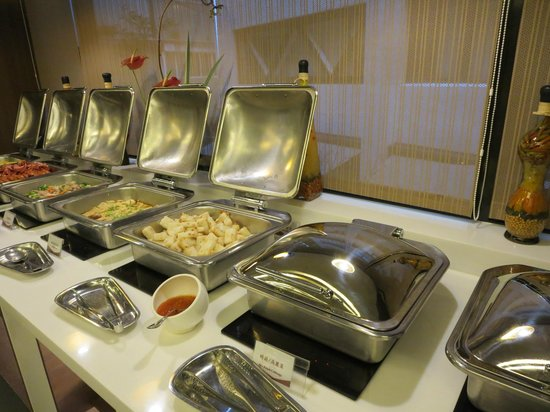Sweetme Hotspring Resort: 豪華な朝食ビュッフェ
