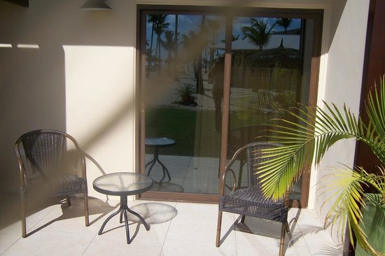 Manchebo Beach Resort & Spa: Back door to our room