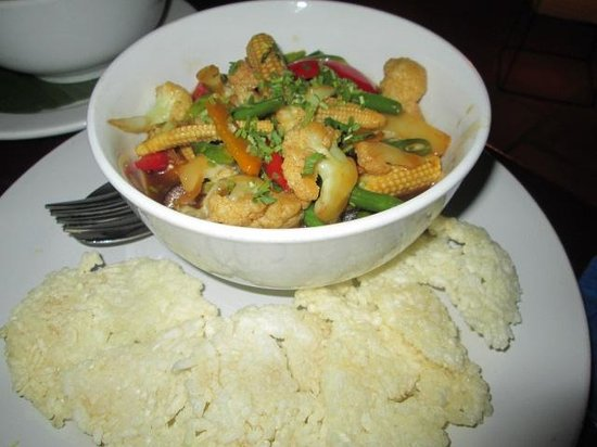 Sandan: Mixed veggies with crispy rice