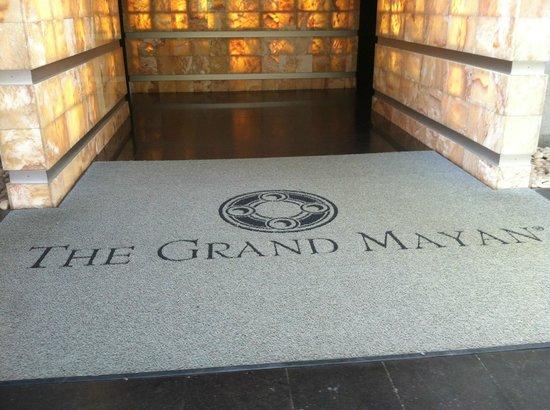 The Grand Mayan Nuevo Vallarta: entrance