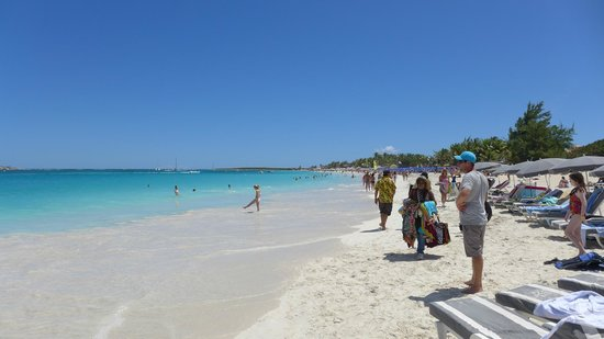 """Orient Bay Beach : In front of """"Waikiki Beach"""" bar looking south"""