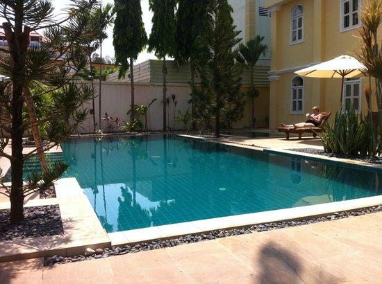 La Villa Battambang: PISCINE DE LA VILLA