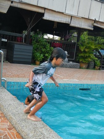 Shah's Beach Resort: Pool near cafetaria