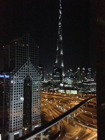 Shangri-La Hotel, Dubai: Night view from the room