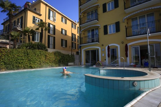 Hotel Sirmione: The pool and spa area - tunliweb.no