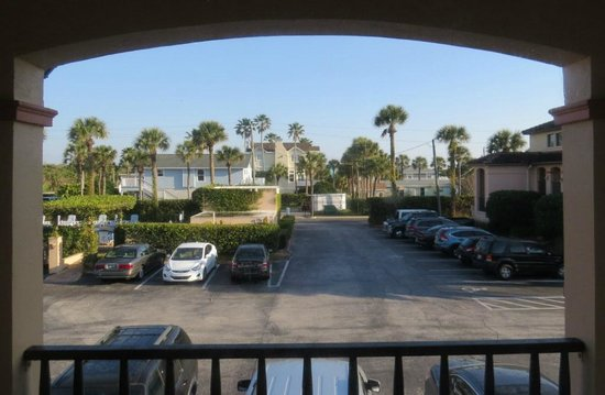 La Fiesta Ocean Inn & Suites: View toward the pool from our 2nd floor room