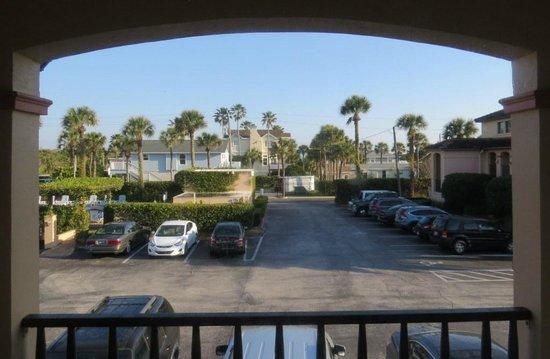 La Fiesta Ocean Inn & Suites : View toward the pool from our 2nd floor room
