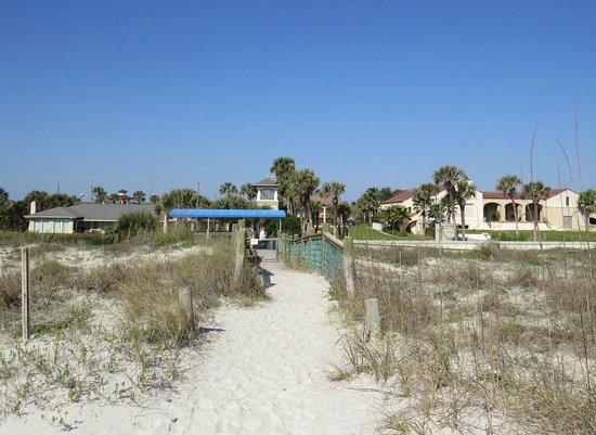 La Fiesta Ocean Inn & Suites : View toward the hotel from the beach