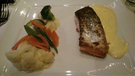 Amadore Hotel Restaurant De Kamperduinen: Het hoofdgerecht (zalm)