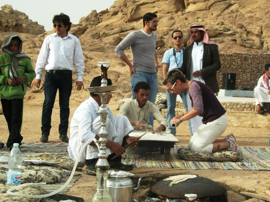 Sharm Smile - Day Tour: bedouin bread baking