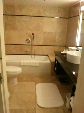 Hotel Nikko San Francisco : Bath in full bathroom