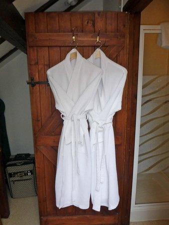 Tudor Farmhouse Hotel: Bath robes in room 12