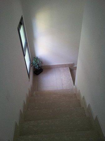 Amelindo Fiumicino Airport Residence: лестница в коридоре