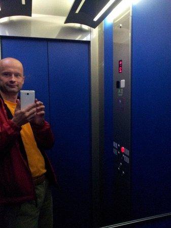 Amelindo Fiumicino Airport Residence: лифт