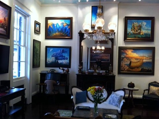 Lafitte Guest House: Salon and art gallery