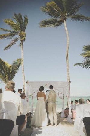 Barcelo Bavaro Palace: Beach Ceremony Site