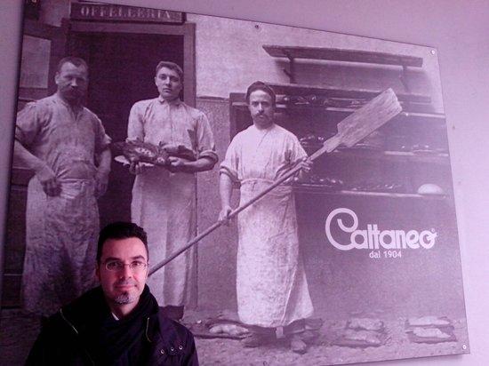 Pasticceria Cattaneo 1904 : FRANK DI WIKITALIA.NET ALL'INGRESSO DI CATTANEO