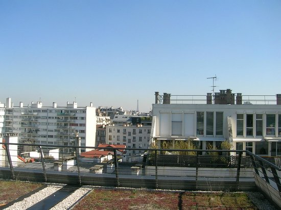 Courtyard by Marriott Paris Boulogne: view of Eiffel Tower on a clear day
