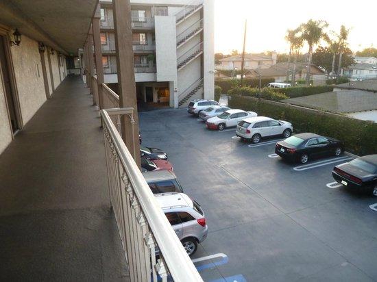 BEST WESTERN Airpark Hotel: Estacinamiento