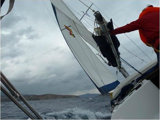 Nausail Yacht Charters: Sailing towards Hydra