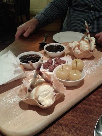 King's Arms: Fairground Attraction a sharing pud yummy