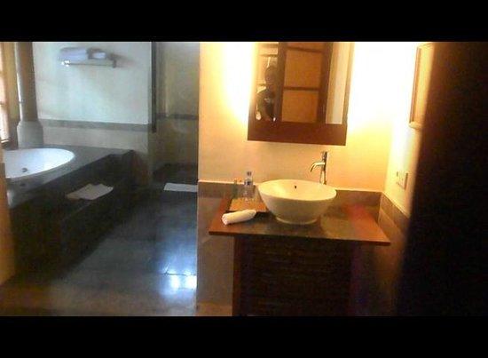 Puri Candikuning Retreat: bathroom