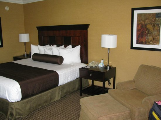 Best Western Plus Carriage Inn : Updated bedroom