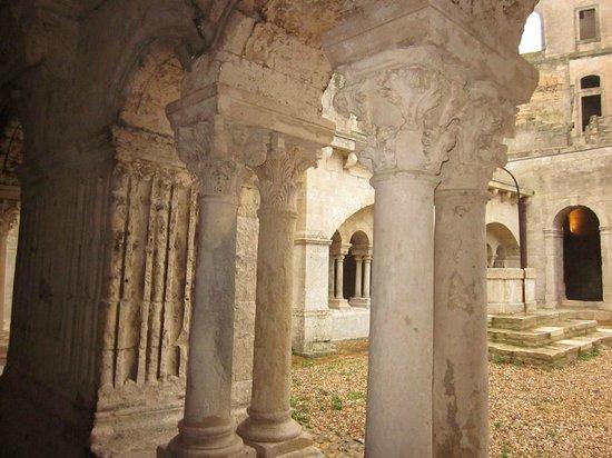 Abbaye de Montmajour : Le cloitre