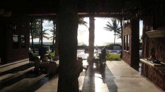 Zoetry Paraiso de la Bonita: View through lobby to pool & beach beyond